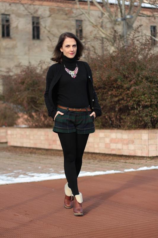 Fashion blogger, Fashion blog, Maggie Dallospedale fashion diary, fashion outfit, Moncler coat, 5
