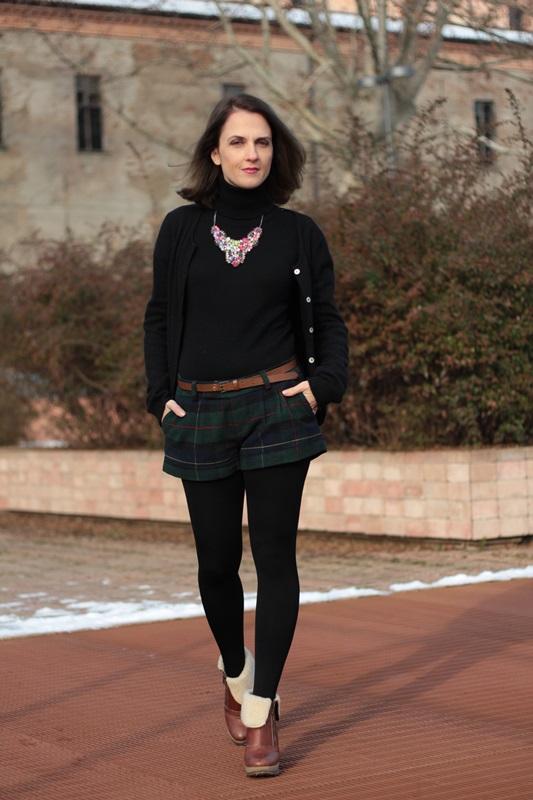 Fashion blogger, Fashion blog, Maggie Dallospedale fashion diary, fashion outfit, Moncler coat, 6