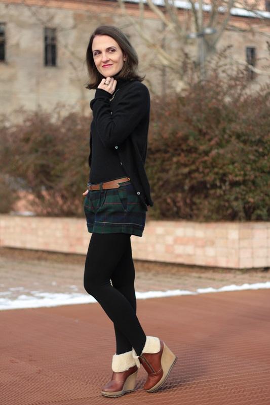 Fashion blogger, Fashion blog, Maggie Dallospedale fashion diary, fashion outfit, Moncler coat, 7