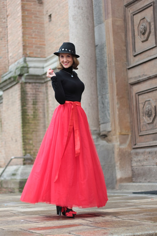 Fashion blogger, Fashion blog, Maggie Dallospedale fashion diary, fashion outfit, Red tulle skirt, Christmas outfit idea