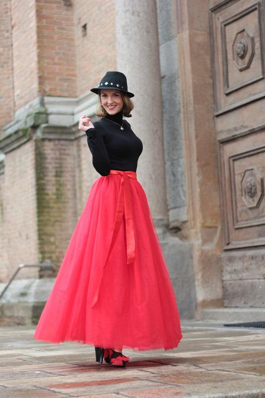 5f865b5d07 Fashion blogger, Fashion blog, Maggie Dallospedale fashion diary, fashion  outfit, Red tulle
