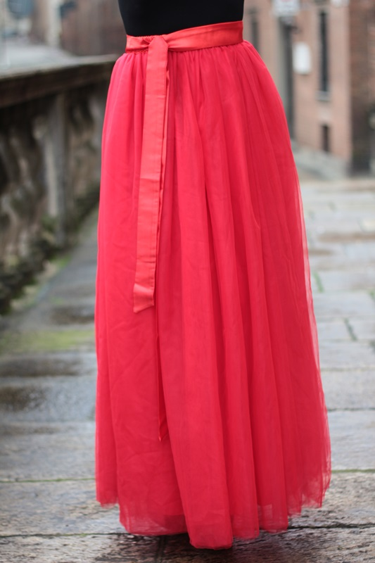 Fashion blogger, Fashion blog, Maggie Dallospedale fashion diary, fashion outfit, Red tulle skirt, Christmas outfit idea, 14