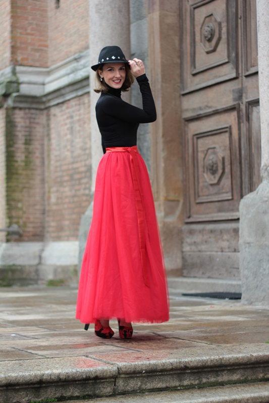 Fashion blogger, Fashion blog, Maggie Dallospedale fashion diary, fashion outfit, Red tulle skirt, Christmas outfit idea, 5