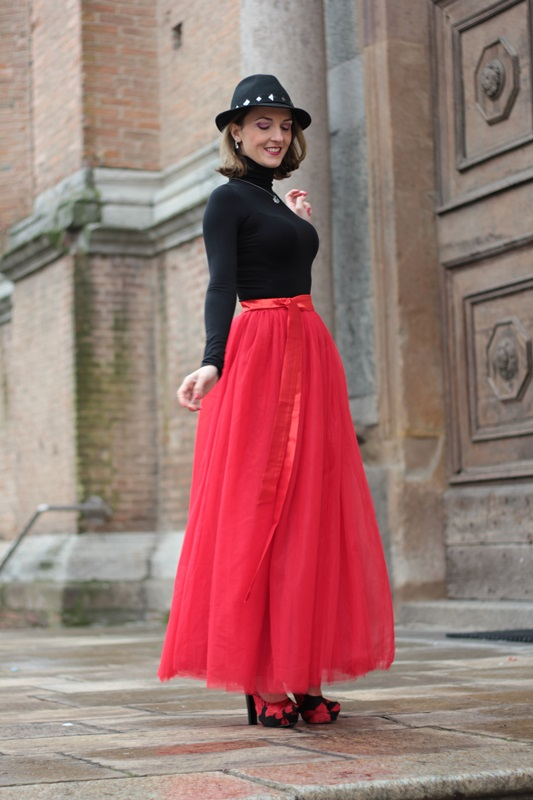 Fashion blogger, Fashion blog, Maggie Dallospedale fashion diary, fashion outfit, Red tulle skirt, Christmas outfit idea, 6