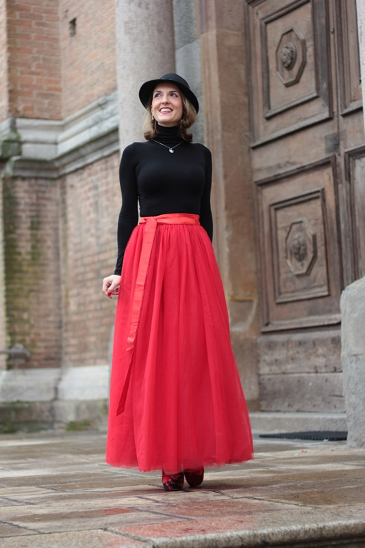 Fashion blogger, Fashion blog, Maggie Dallospedale fashion diary, fashion outfit, Red tulle skirt, Christmas outfit idea, 7