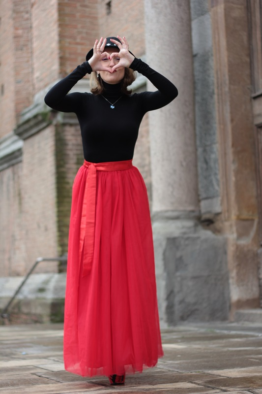 Fashion blogger, Fashion blog, Maggie Dallospedale fashion diary, fashion outfit, Red tulle skirt, Christmas outfit idea, 9