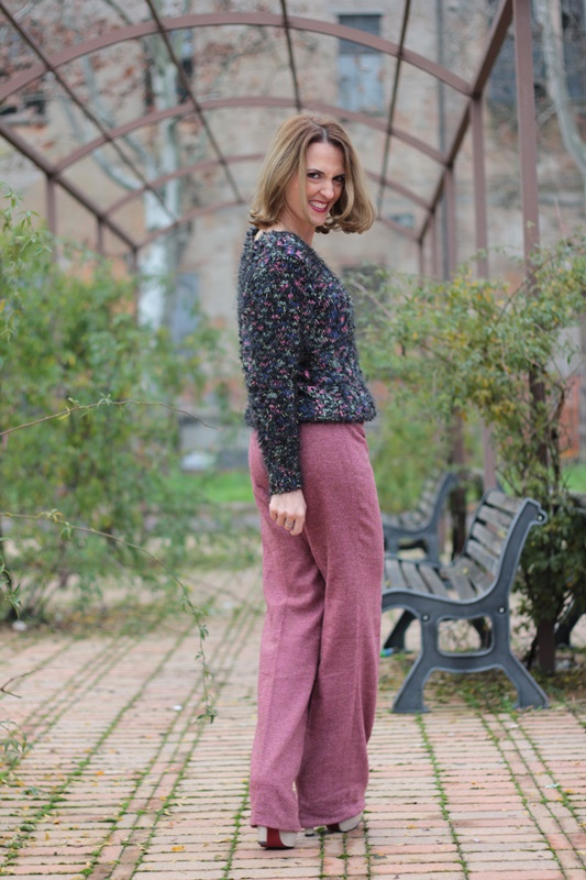 Fashion blogger, Fashion blog, Maggie Dallospedale fashion diary, fashion outfit, Red tulle skirt, New sweater, 4