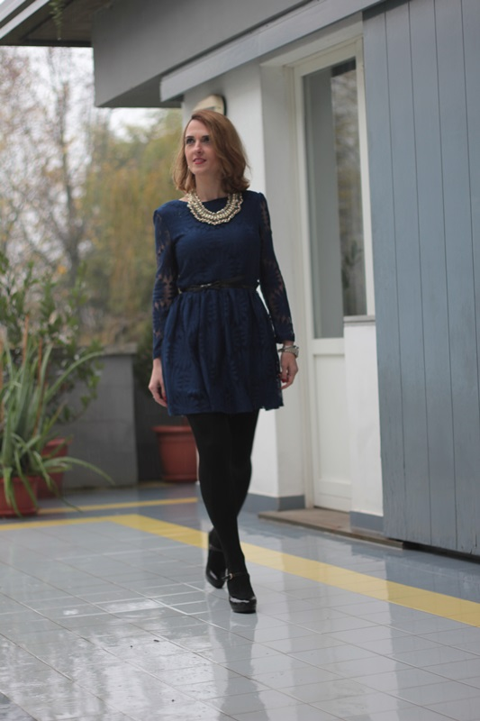 Margaret Dallospedale, Maggie Dallospedale fashion diary, Fashion blog, Fashion blogger,  fashion tips, how to wear, Outfits, OOTD, Fall outfit, Lace blue and black, 3