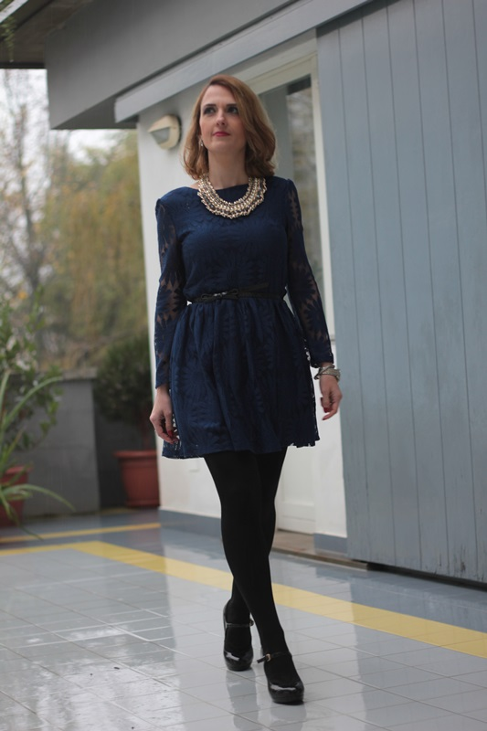 Margaret Dallospedale, Maggie Dallospedale fashion diary, Fashion blog, Fashion blogger,  fashion tips, how to wear, Outfits, OOTD, Fall outfit, Lace blue and black, 4