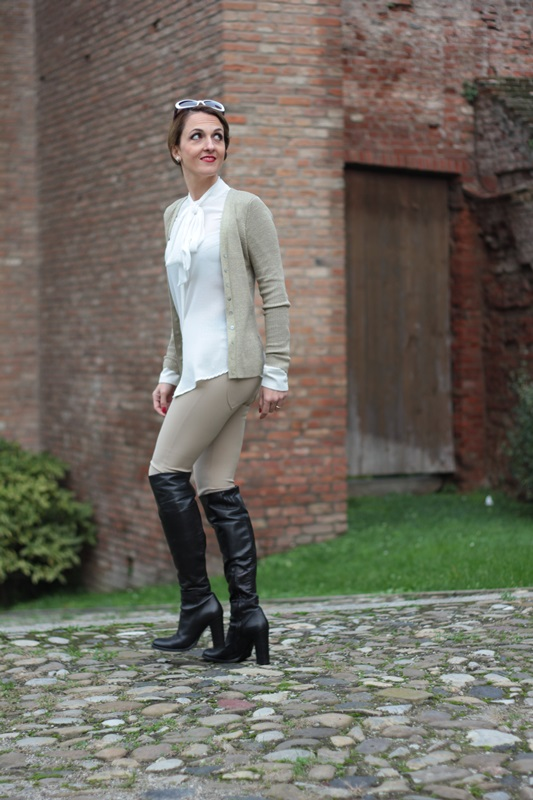 Margaret Dallospedale, Maggie Dallospedale fashion diary, Fashion blog, Fashion blogger,  fashion tips, how to wear, Outfits, OOTD, Fall outfit, Pants beige and white shirt, 12