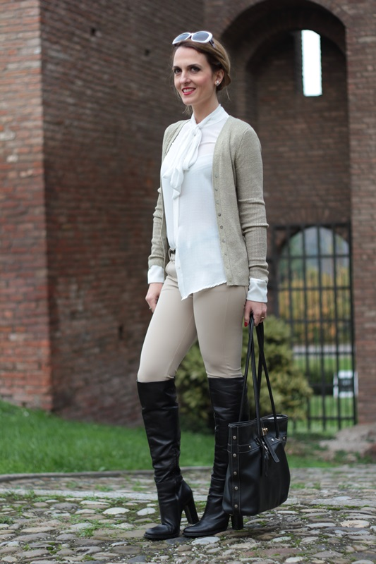 Margaret Dallospedale, Maggie Dallospedale fashion diary, Fashion blog, Fashion blogger,  fashion tips, how to wear, Outfits, OOTD, Fall outfit, Pants beige and white shirt, 4
