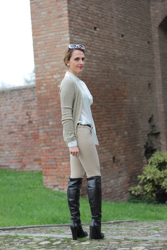 Margaret Dallospedale, Maggie Dallospedale fashion diary, Fashion blog, Fashion blogger,  fashion tips, how to wear, Outfits, OOTD, Fall outfit, Pants beige and white shirt, 5