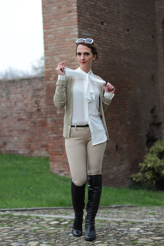 Margaret Dallospedale, Maggie Dallospedale fashion diary, Fashion blog, Fashion blogger,  fashion tips, how to wear, Outfits, OOTD, Fall outfit, Pants beige and white shirt, 7