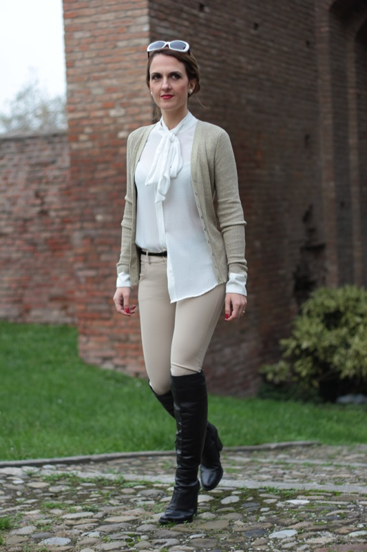 Margaret Dallospedale, Maggie Dallospedale fashion diary, Fashion blog, Fashion blogger,  fashion tips, how to wear, Outfits, OOTD, Fall outfit, Pants beige and white shirt, 9