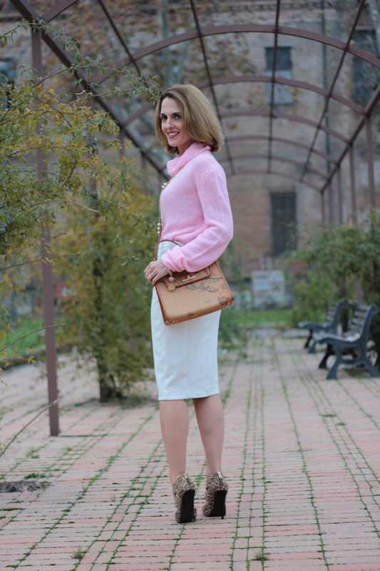 Margaret Dallospedale, Maggie Dallospedale fashion diary, Fashion blog, Fashion blogger,  fashion tips, how to wear, Outfits, OOTD, Fall outfit, Pink sweater and white skirt, 10