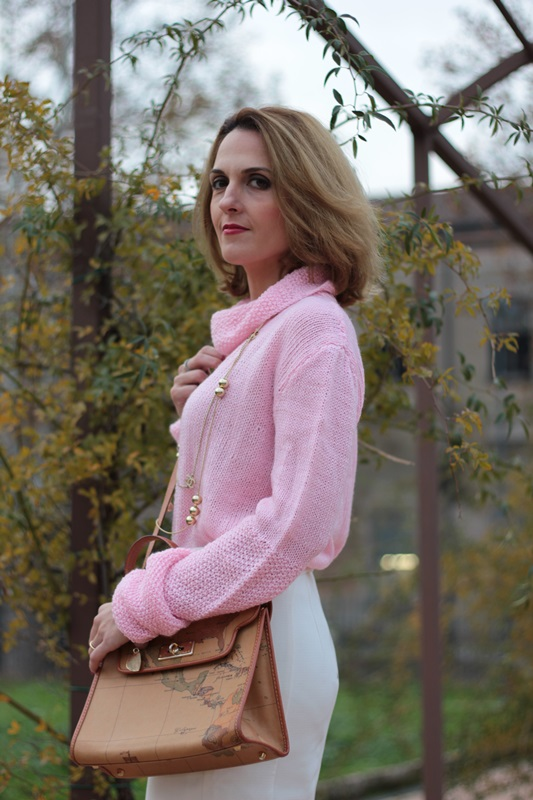 Margaret Dallospedale, Maggie Dallospedale fashion diary, Fashion blog, Fashion blogger,  fashion tips, how to wear, Outfits, OOTD, Fall outfit, Pink sweater and white skirt, 11