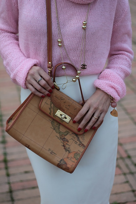 Margaret Dallospedale, Maggie Dallospedale fashion diary, Fashion blog, Fashion blogger,  fashion tips, how to wear, Outfits, OOTD, Fall outfit, Pink sweater and white skirt, 12