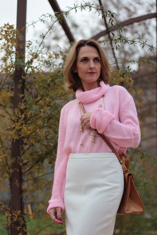 Margaret Dallospedale, Maggie Dallospedale fashion diary, Fashion blog, Fashion blogger,  fashion tips, how to wear, Outfits, OOTD, Fall outfit, Pink sweater and white skirt, 13