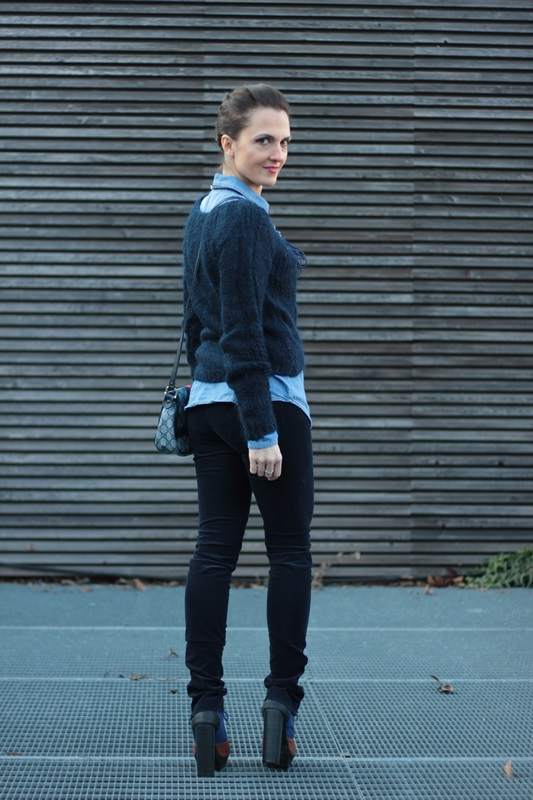 Fashion blogger, Fashion blog, Maggie Dallospedale fashion diary, fashion outfit, All Shades of Blue outfit, 8