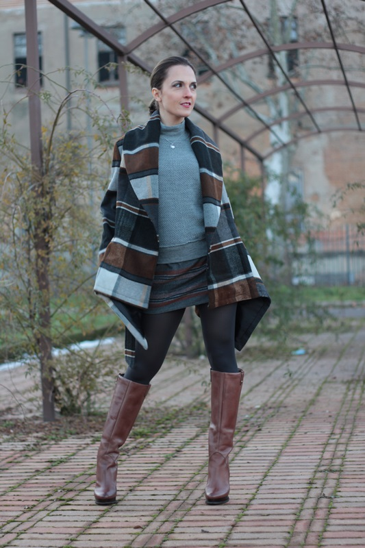 Fashion blogger, Fashion blog, Maggie Dallospedale fashion diary, fashion outfit, Grey fashion style 1