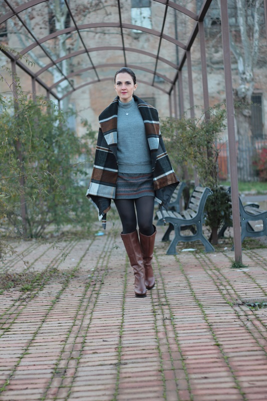 Fashion blogger, Fashion blog, Maggie Dallospedale fashion diary, fashion outfit, Grey fashion style 2
