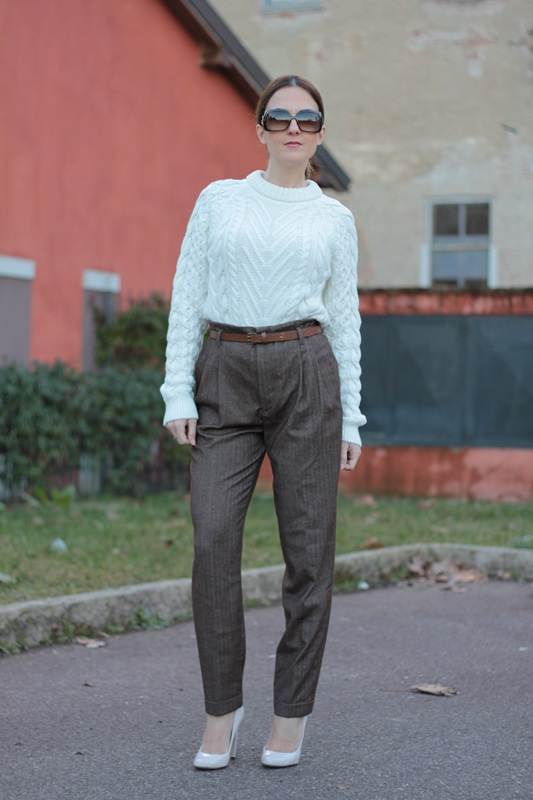 Fashion blogger, Fashion blog, Maggie Dallospedale fashion diary, fashion outfit, High Waisted Pants Comfy sweater, 1