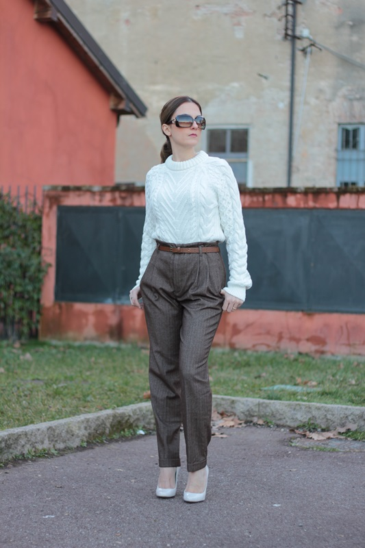 Fashion blogger, Fashion blog, Maggie Dallospedale fashion diary, fashion outfit, High Waisted Pants Comfy sweater, 11