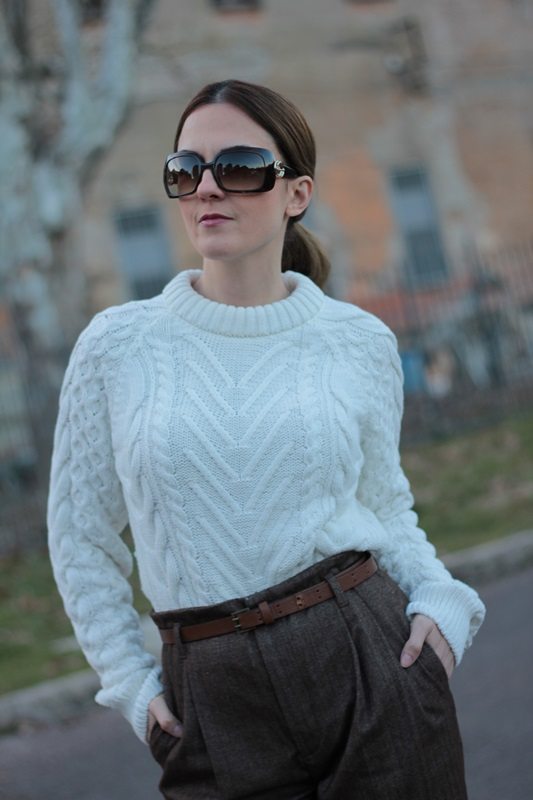 Fashion blogger, Fashion blog, Maggie Dallospedale fashion diary, fashion outfit, High Waisted Pants Comfy sweater, 12