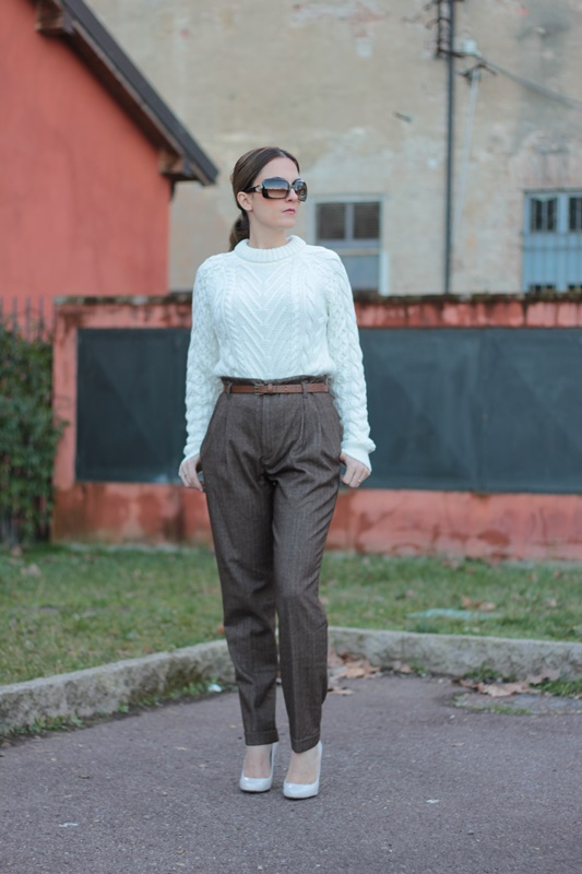 Fashion blogger, Fashion blog, Maggie Dallospedale fashion diary, fashion outfit, High Waisted Pants Comfy sweater, 2