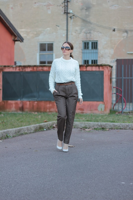 Fashion blogger, Fashion blog, Maggie Dallospedale fashion diary, fashion outfit, High Waisted Pants Comfy sweater, 4