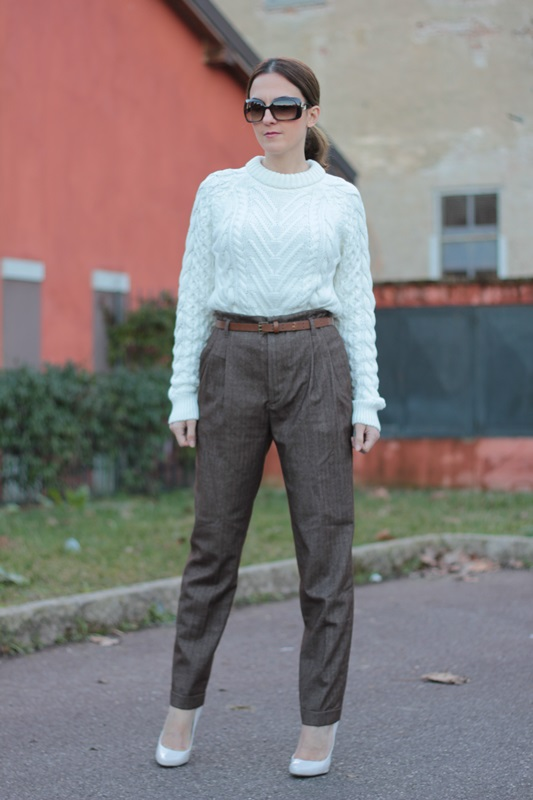 Fashion blogger, Fashion blog, Maggie Dallospedale fashion diary, fashion outfit, High Waisted Pants Comfy sweater, 5