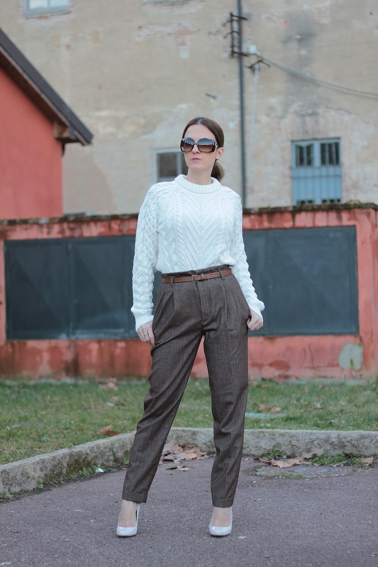 Fashion blogger, Fashion blog, Maggie Dallospedale fashion diary, fashion outfit, High Waisted Pants Comfy sweater, 6