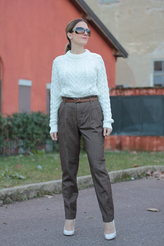 Fashion blogger, Fashion blog, Maggie Dallospedale fashion diary, fashion outfit, High Waisted Pants Comfy sweater, 9