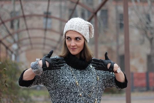 Fashion blogger, Fashion blog, Maggie Dallospedale fashion diary, fashion outfit, Knitted Dress, 12