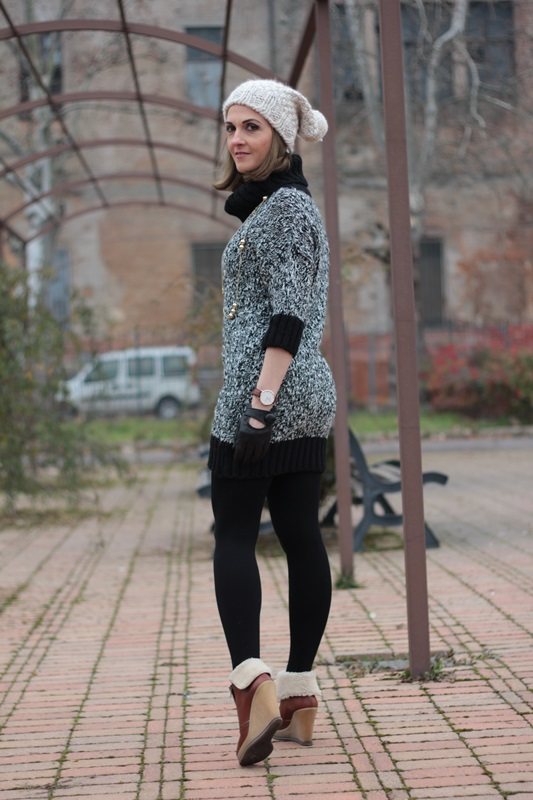 Fashion blogger, Fashion blog, Maggie Dallospedale fashion diary, fashion outfit, Knitted Dress, 4