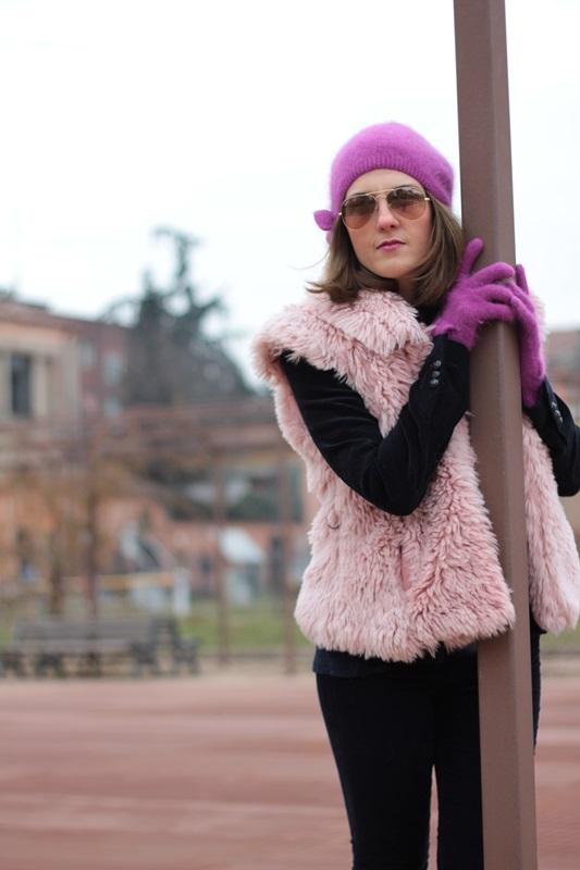 Fashion blogger, Fashion blog, Maggie Dallospedale fashion diary, fashion outfit, Pink Faux fur vest blue jacket, 10