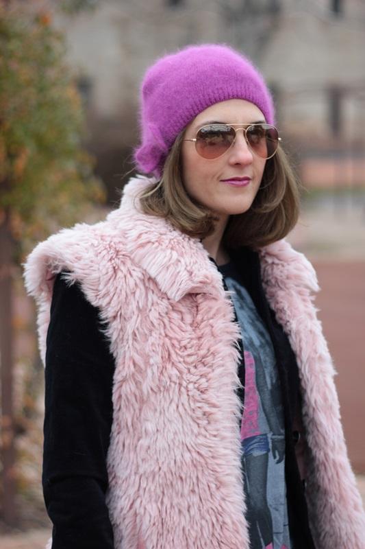 Fashion blogger, Fashion blog, Maggie Dallospedale fashion diary, fashion outfit, Pink Faux fur vest blue jacket, 11