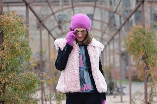 Fashion blogger, Fashion blog, Maggie Dallospedale fashion diary, fashion outfit, Pink Faux fur vest blue jacket, 12