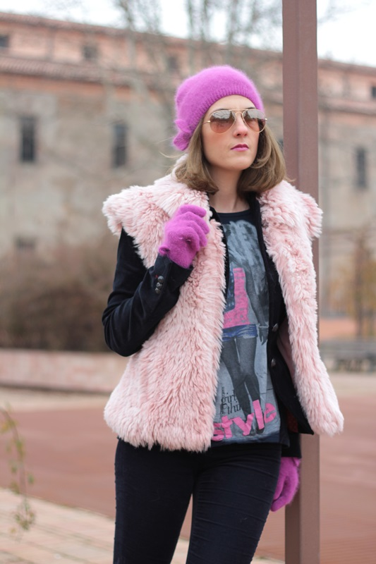 Fashion blogger, Fashion blog, Maggie Dallospedale fashion diary, fashion outfit, Pink Faux fur vest blue jacket, 2