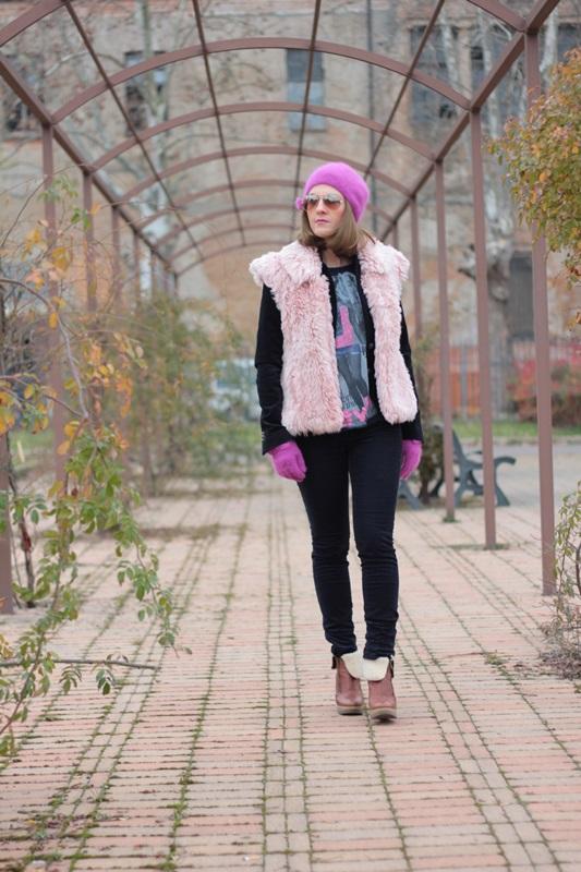 Fashion blogger, Fashion blog, Maggie Dallospedale fashion diary, fashion outfit, Pink Faux fur vest blue jacket, 3