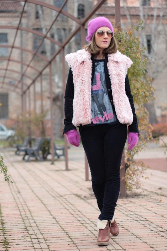 Fashion blogger, Fashion blog, Maggie Dallospedale fashion diary, fashion outfit, Pink Faux fur vest blue jacket, 6