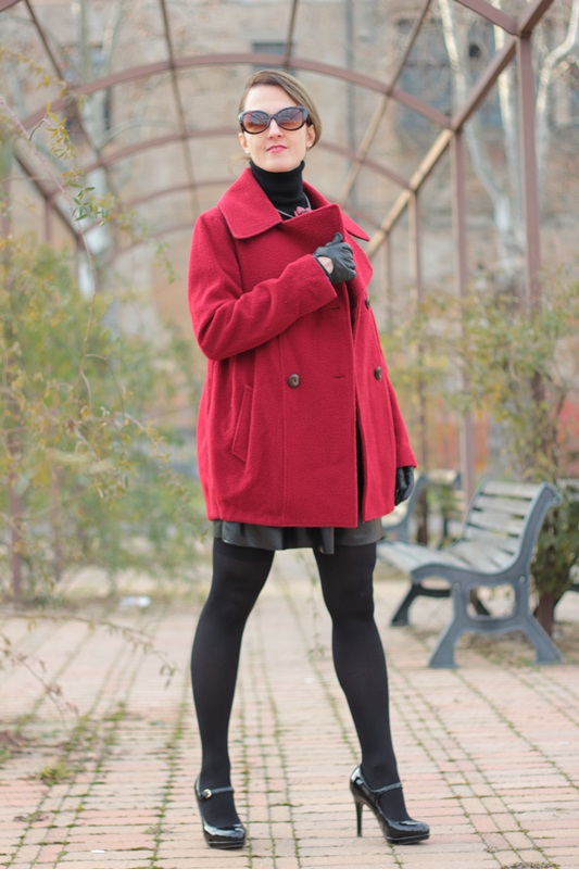 Fashion blogger, Fashion blog, Maggie Dallospedale fashion diary, fashion outfit, Red coat, 1