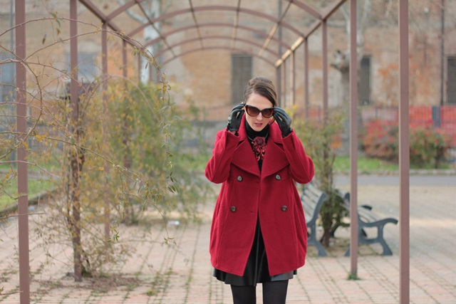 Fashion blogger, Fashion blog, Maggie Dallospedale fashion diary, fashion outfit, Red coat, 13
