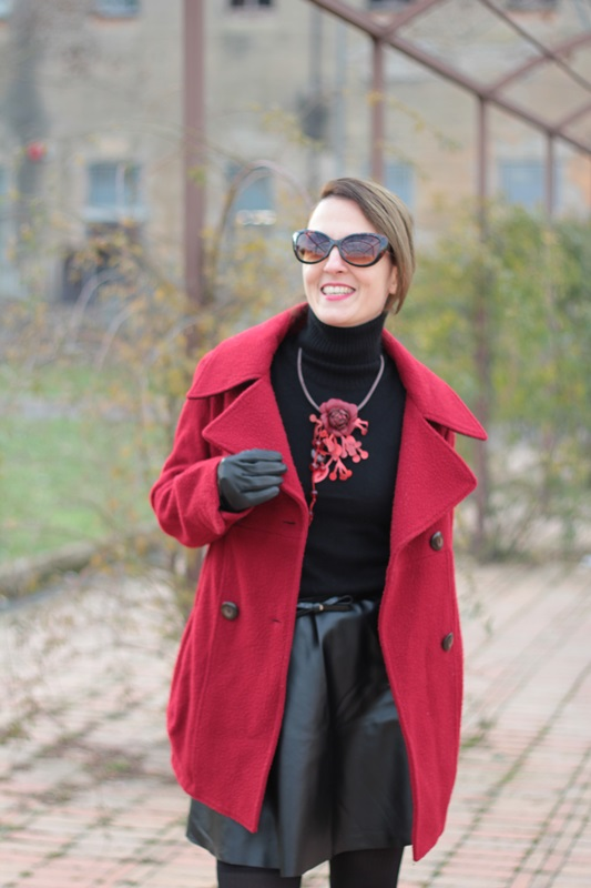 Fashion blogger, Fashion blog, Maggie Dallospedale fashion diary, fashion outfit, Red coat, 7