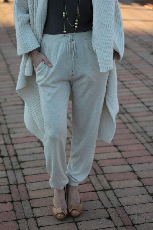 Fashion blogger, Fashion blog, Maggie Dallospedale fashion diary, fashion outfit, Sweatpants, 10