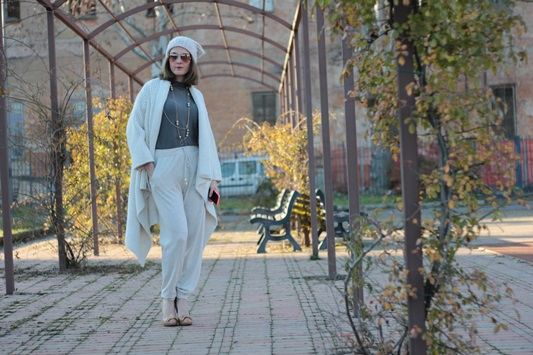 Fashion blogger, Fashion blog, Maggie Dallospedale fashion diary, fashion outfit, Sweatpants, 14