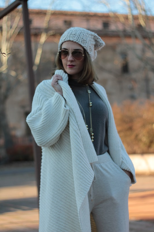 Fashion blogger, Fashion blog, Maggie Dallospedale fashion diary, fashion outfit, Sweatpants, 2