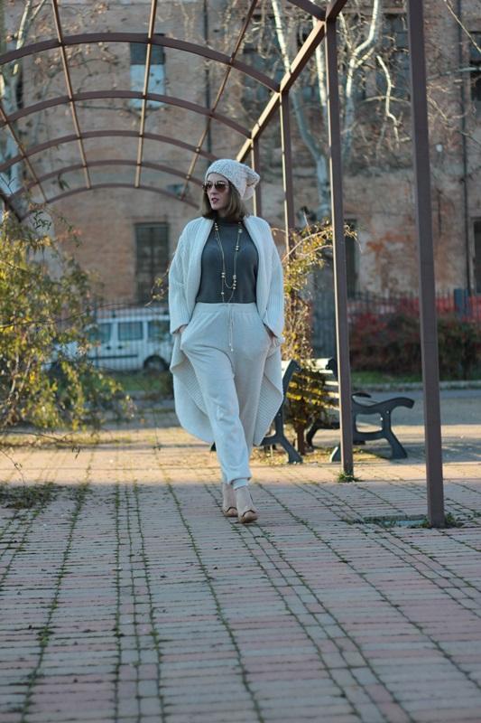 Fashion blogger, Fashion blog, Maggie Dallospedale fashion diary, fashion outfit, Sweatpants, 3