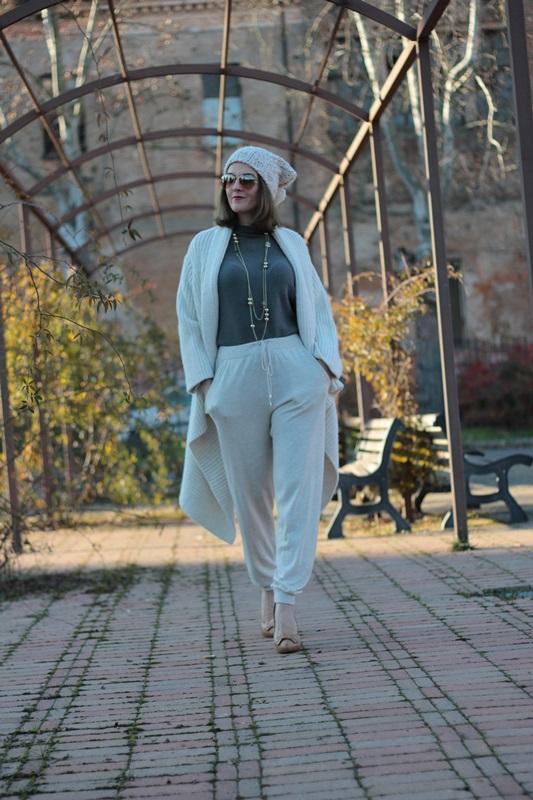 Fashion blogger, Fashion blog, Maggie Dallospedale fashion diary, fashion outfit, Sweatpants, 4