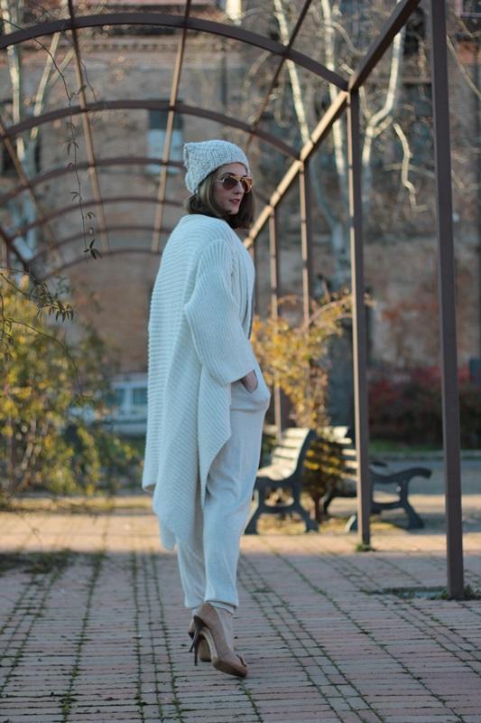 Fashion blogger, Fashion blog, Maggie Dallospedale fashion diary, fashion outfit, Sweatpants, 5